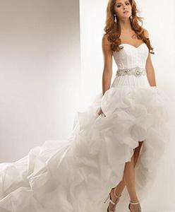 نصائح لاختيار فستان العروس القصير من الأمام والطويل من الخلف